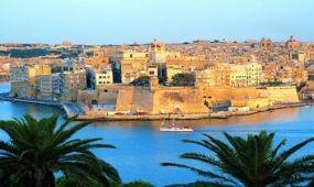 Esküvő, nyelvtanfolyam és búvárkodás – hétvégi ismerkedés, cápák közt, Máltával