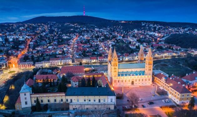 Év végére teljesen megújul Pécs egyik jelképe