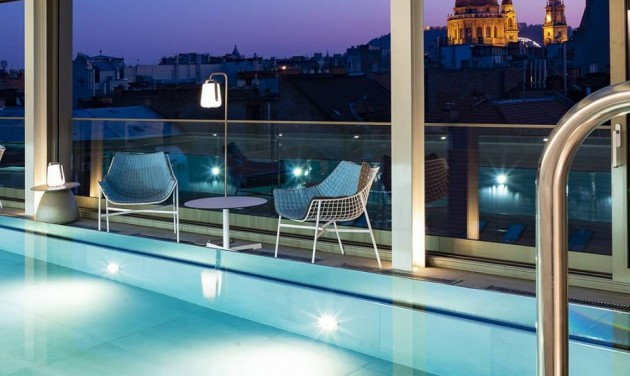 Recepciós, Cortile Budapest Hotel