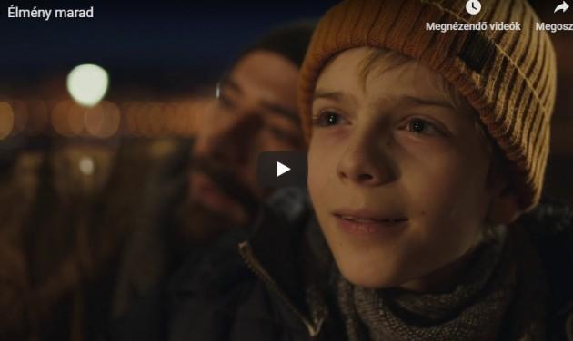Megható karácsonyi kisfilm és hangszobrok