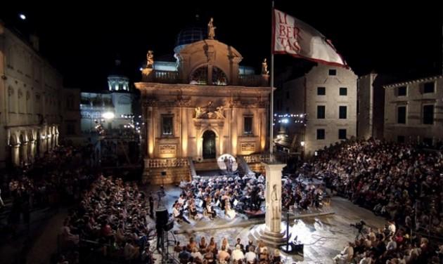Vesztésre áll a dubrovniki fesztivál a vendéglátóhelyek zajával szemben