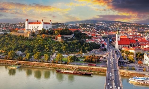 Szlovákia elismeri a magyar oltási igazolványt, és az orosz, kínai vakcinát is