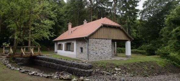 Megújult a Fekete-hegyi Kulcsosház és a Kisirtási Menedékház