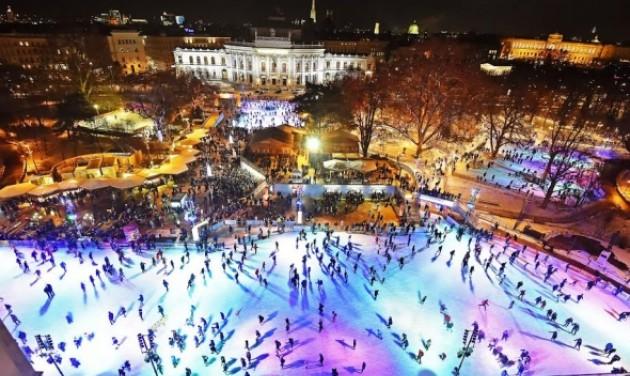 Óriási korcsolyapálya a Bécsi Városháza előtt