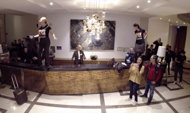 We Will Rock You flashmob a Continental Hotel Budapestben