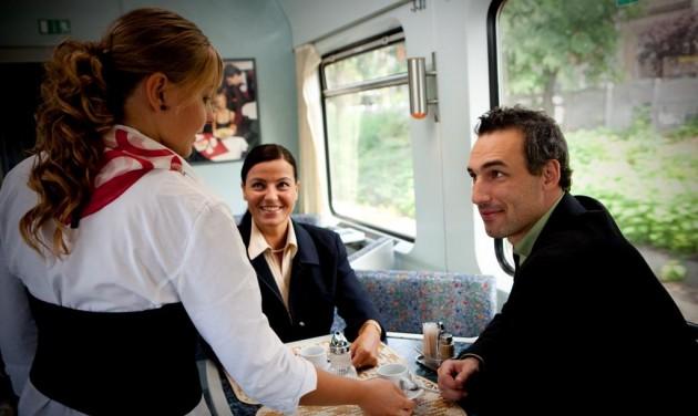 Újra közlekednek étkezőkocsik a Balatonhoz