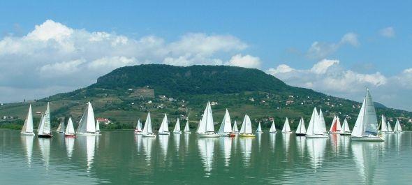A biztonságos Balatont és az elérhető horvát tengerpartot látogatjuk idén