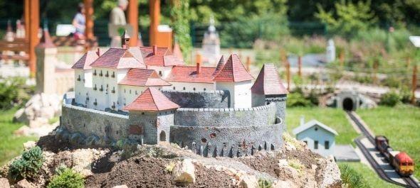 Felépült Déva vára a szarvasi Mini Magyarországban