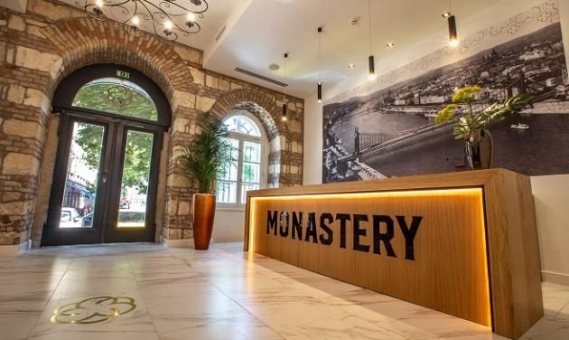 Recepciós, Monastery Boutique Hotel