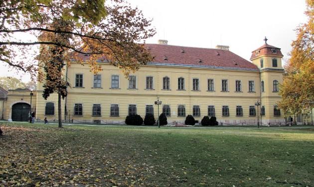 Felújítják a tatai Esterházy-kastély főépületét