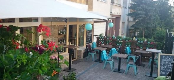 KisBécs, nagy lendület – osztrák borok szaküzlete és kávézó nyílt Budán