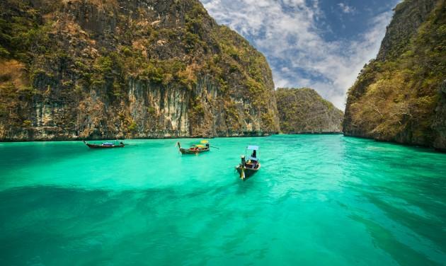 Alacsony kockázatú országok beoltott turistái előtt nyitna Thaiföld novembertől