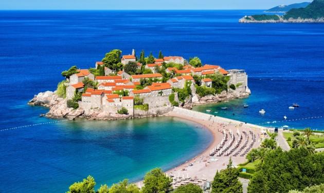 Montenegró keddtől oltási igazolást vagy tesztet kér a beutazóktól