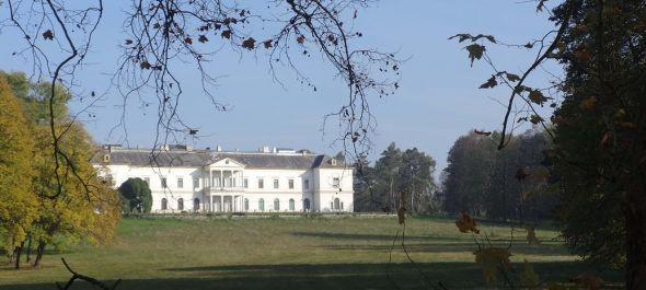 Helyreállítják a dobai Erdődy-kastély parkját