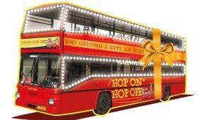 Ünnepi kivilágítást kapott a City Tour Hop on Hop off emeletes busza
