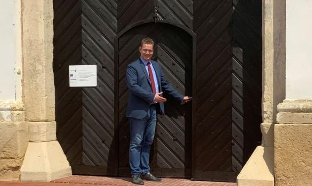 Ismét látogathatók a műemlék épületek, megnyílik a tatai kastély