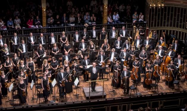 Komolyzenei minikoncertek a budapesti pályaudvarokon