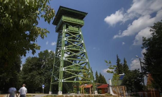 Új kilátó épült a zalakarosi parkerdőben