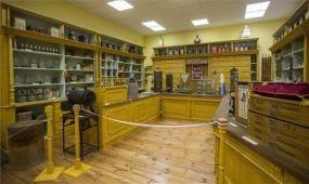 Megnyitott a 20. század elejét idéző boltmúzeum Gyulán