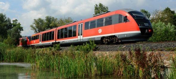 Vonattal nyáron a Balatonra: új menetrend, nagyobb kapacitás