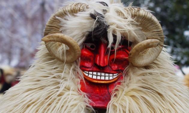 Rekordszámú maskarás űzi el a telet