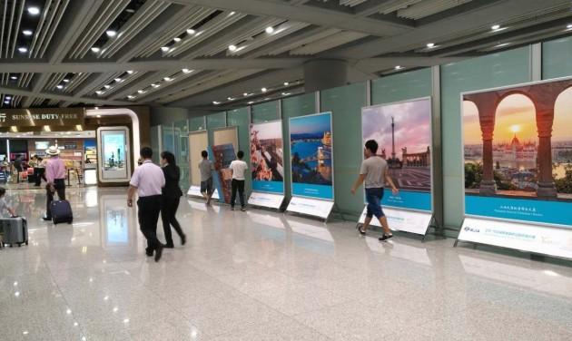 Budapesti fotókiállítás a pekingi repülőtéren