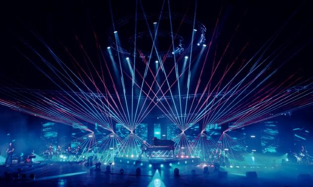 Itt az első magyar online világkoncert az üres Budapest Arénából