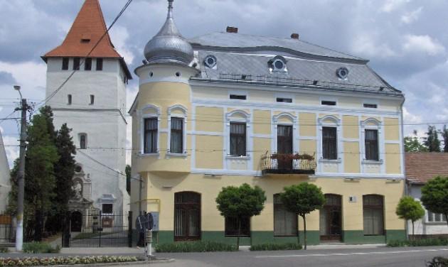 Átadták a felújított Arany-palotát a partiumi Nagyszalontán
