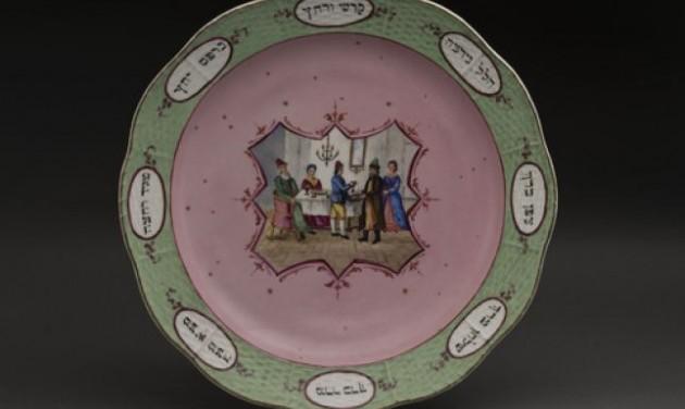 Herendi szédertálakból kiállítás a Magyar Zsidó Múzeumban