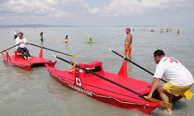Erősítenek a mentősök a Balatonnál