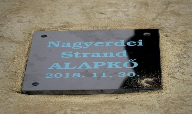 Letették az új Nagyerdei Strand alapkövét