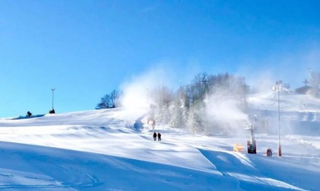 Mátraszentisvánról viszik a havat a zabari Hidegfesztiválra