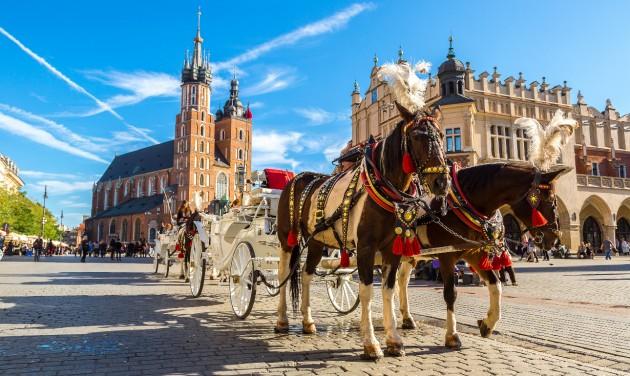 Lengyelország szombattól megnyitja határait az egész EU előtt