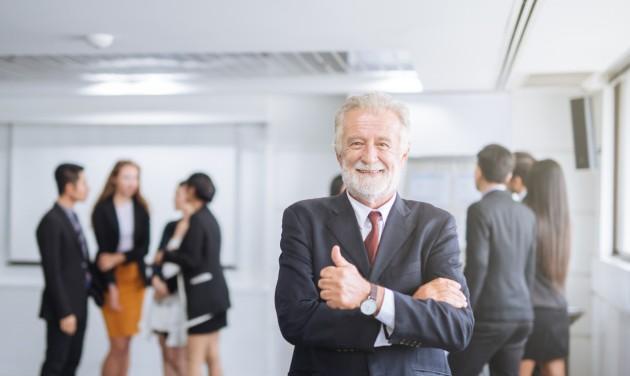 Restart & HR: A nyugdíjas munkavállalók versenyképesek lehetnek a fiatalokkal