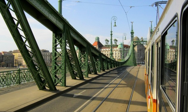 A júliusi hétvégeken a gyalogosoké lesz a Szabadság híd
