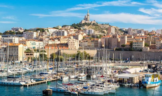 Újabb járványügyi szigorítások Franciaországban