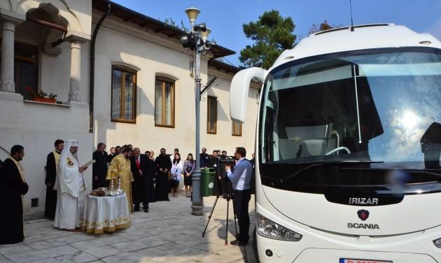 Dübörög Romániában a vallási turizmus