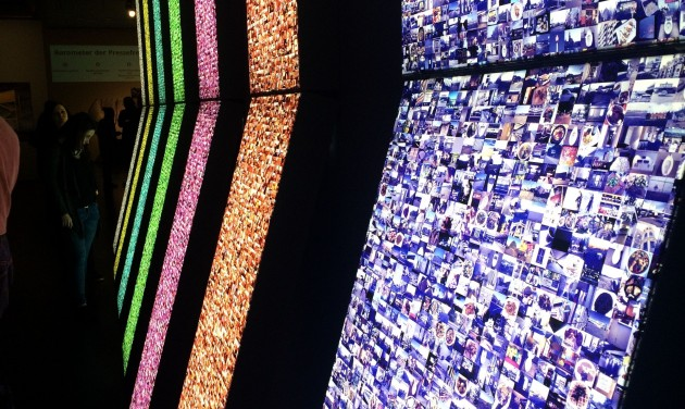 Kiállítás az információról és a globális megfigyelésről