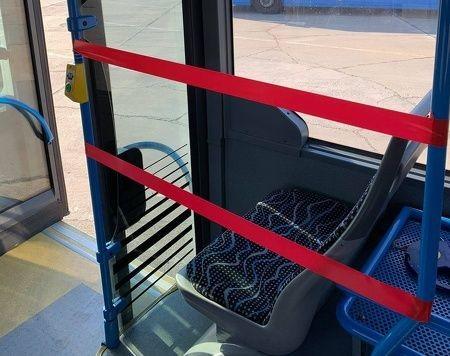 BKK: lezárják az első üléssorokat a buszokon és a trolikon