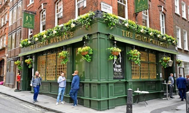 Nyithatnak az éttermek, szállodák, múzeumok Nagy-Britanniában