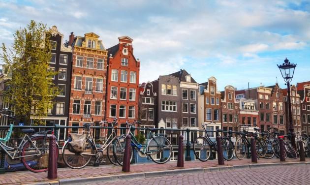 Hollandiában három héttel meghosszabbítják a korlátozásokat