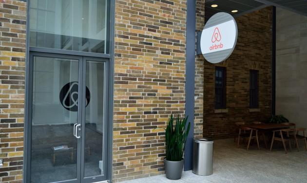 Támogató eljárás az Airbnb szállásadóinak adóbevallásához