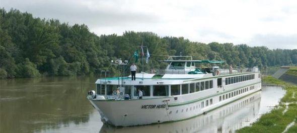 Kormányzati segítséggel értek révbe a Victor Hugo szállodahajó utasai Szegeden