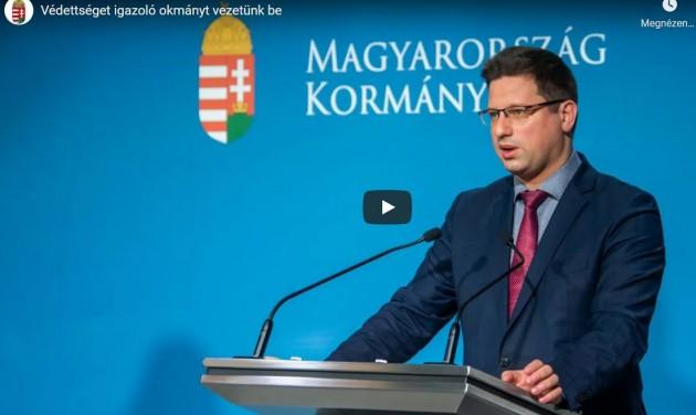 Jön a védettséget igazoló magyar vakcinaokmány