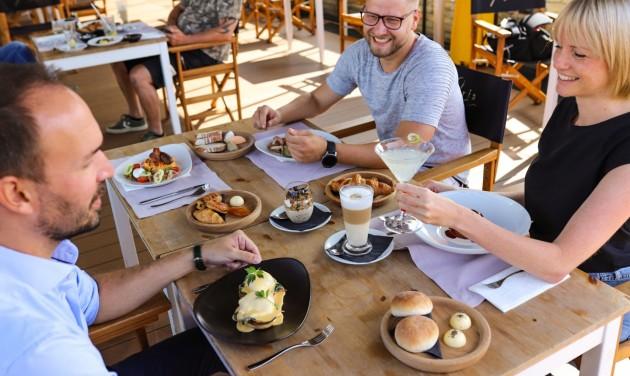 Már reggelizni is lehet az Aria Hotel tetőbárjában
