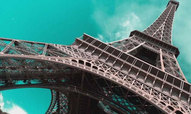 Csak gyalog lehet felmenni az Eiffel-toronyra