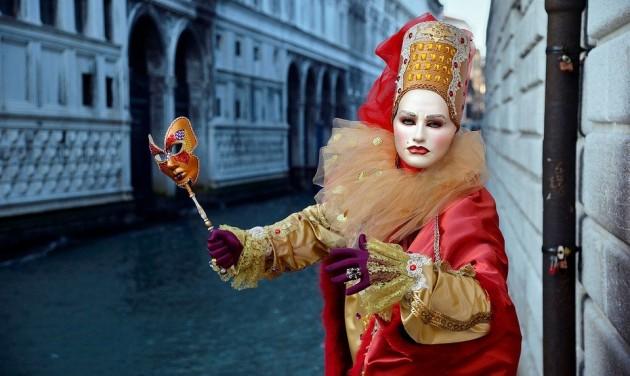 Kamerákkal figyelik és számolják a velencei karneválra érkezőket