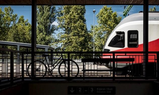 Félmillióan utaztak vonattal a Balatonra egy hónap alatt