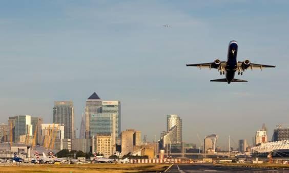 Április végéig zárva a London City Airport