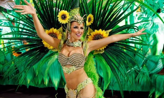 Karneváltól karneválig